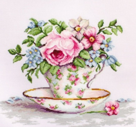 BLOOMS IN A TEA CUP (aida)