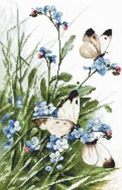 Borduurpakket LETI 939 Butterflies and bluebird flowers