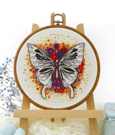 Butterfly (1) - Embroidery (Rode Vlinder)
