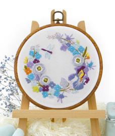 Dragonfly and Flowers - Embroidery (Libelle met Bloemen)