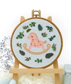 Baby Rocking Horse - Embroidery (Hobbelpaard)