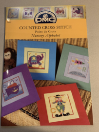 DMC Cross Stitch patroon - Nursery Alphabet