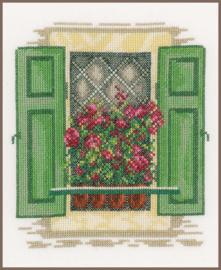 Home and Garden - Raam met groene Luiken