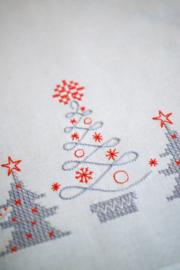Tafelloper Noorse Xmas Trees  met uitwasbare print PN-0166003