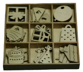 Houten ornamenten -  9 kadootjes - box 10.5 x 10.5 cm