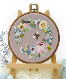 Bumble Bee in the Garden - Embroidery (Bij in de Tuin)