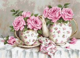MORNING TEA AND ROSES (aida)