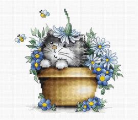 KITTEN IN FLOWERS (aida)