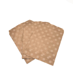 cadeauzakje kraftpapier met witte stippen