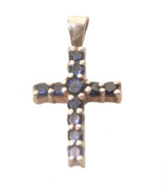 Zilveren kruis  met synthetische saffieren.