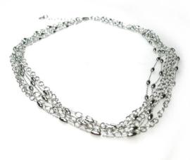 Zilveren collier bestaande uit zes colliertjes