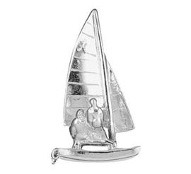 Zilveren catamaran hanger