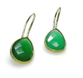 Vergulde zilveren oorbellen met groene chalcedoon