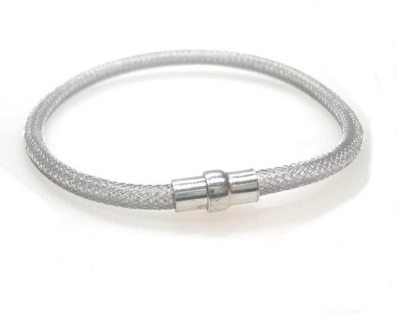 Zilveren gerhodineerd armbandje met magneetslot