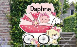 Geboortebord Daphne  -  baby in kinderwagen met hondje