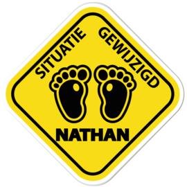Geboortebord Nathan  -  waarschuwingsbord voetjes situatie gewijzigd