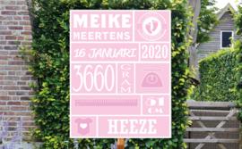 Geboortebord Meike - met gegevens achternaam, geboortedatum, lengte, gewicht.