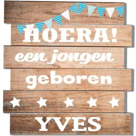 Geboortebord Yves  -  steigerhouten (printed) bord vlaggetjes sterren