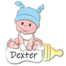 Geboortebord Dexter - schattige baby met blauw mutsje slabbetje fles