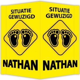 Raambord Nathan - geboortebord raam waarschuwingsbord situatie gewijzigd voetjes