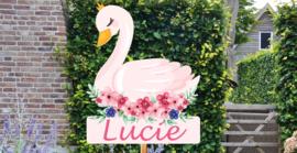 Geboortebord Lucie  - zwaan met bloemen en kroontje