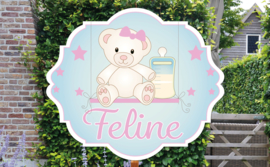 Geboortebord Feline  -  beertje met strik op schommel