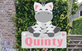 Geboortebord Quinty - zebra naambordje hartjes