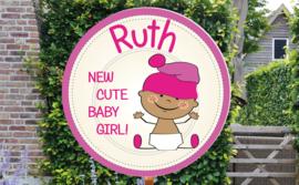 Geboortebord Ruth  -  baby met mutsje