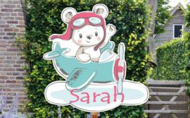 Geboortebord Sarah  -  beertjespiloot in vliegtuigje