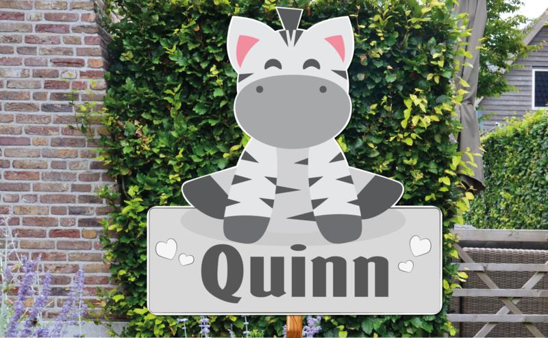 Geboortebord Quinn - zebra naambordje hartjes