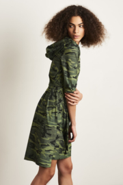 Jane Lushka 2021 Veronica army groene travelstof jurk met riem UK9212830KM