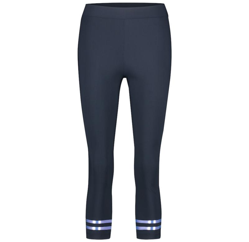 Jane Lushka 2021 Nadja short blauwe travelstof legging U22127SK