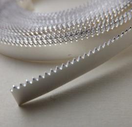 Band, Zetkastenband    kartel   3,2mm breed en 0,4mm dik. Fijn zilver. Prijs per cm.