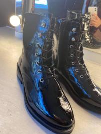 Black croco boot