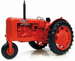 Nuffield Universal four row crop tractor Universal Hobbies Schaal 1:16
