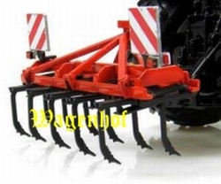 Quivogne Tiller T11 cultivator in the hitch. Universal Hobbies Scale 1:32