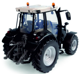 MF 5713S tractor Next generation in Black UH6258.
