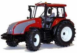 Valtra T red dealer edition. Universal Hobbies Scale 1:32