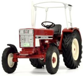 IH 433 tractor met veiligheids frame van Schuco. SC7794. Schaal 1:32