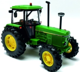 John Deere 3640 FWD tractor BR43054 Britains Scale 1:32