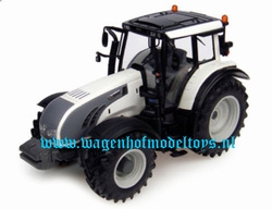 Valtra T Parel/wit UH4002  Universal Hobbies Schaal 1:32