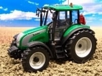 Valtra C  Metallic Green  Universal Hobbies Schaal 1:32