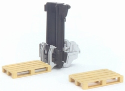 Lift mast with 2 pallets. Bruder BRU02249 Scale 1:16