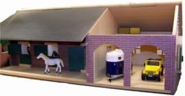 Paardenstal met garage - Kids Globe KG610408 Schaal 1:32