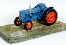 Fordson Super Major. Ernest DOE 2010 - 50 th Anniversary Show Edition UH2883 schaal 1:16
