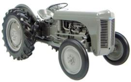 Tractoren en Werktuigen schaal 1:8