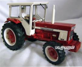IH 946 tractor + IH 425 kiepwagen.  REPACA2013.  Replicagri Schaal 1:32