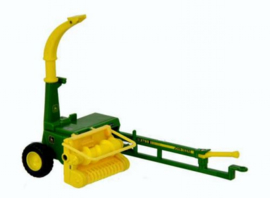 John Deere trailed forage harvester. Britains. BR43152A1 Scale 1:32