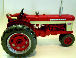 Farmall 560 Diesel precision model No 19 ERTL14276.