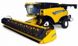 N H CR9090 combine on track. UH4004. Universal Hobbies Scale 1:32